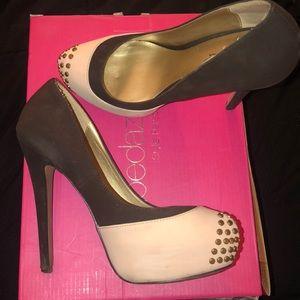 Shoedazzle heels with studs
